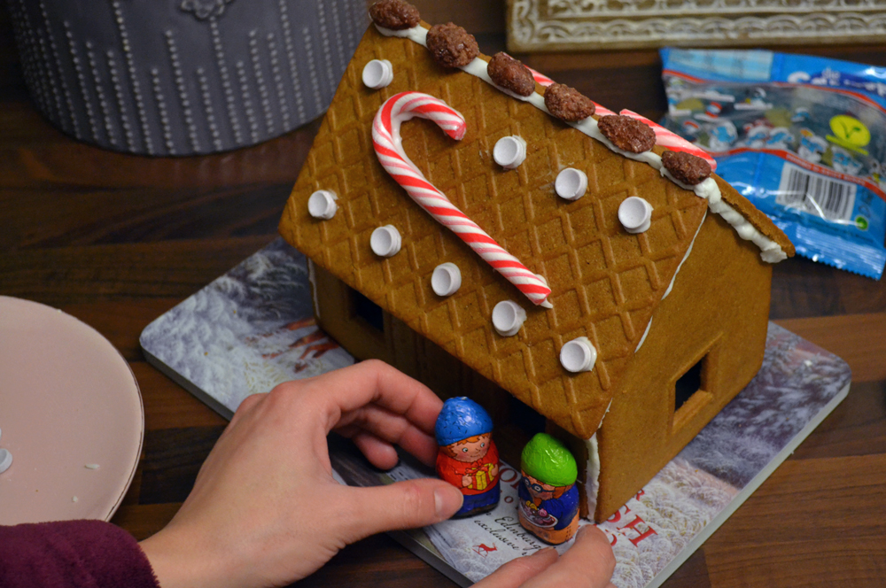 gingerbread-house4